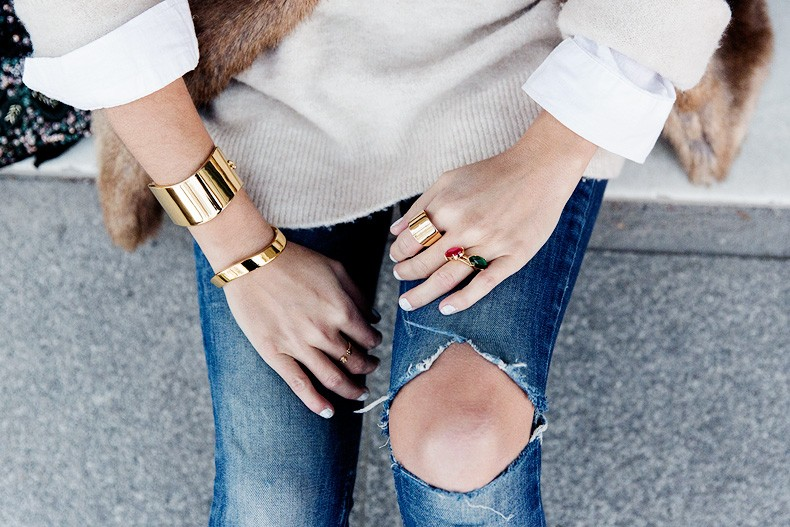 Tous_Jewelry-Faux_Fur_Vest-Ripped_Jeans-Beaded_Clutch-Outfit-Street_Style-91