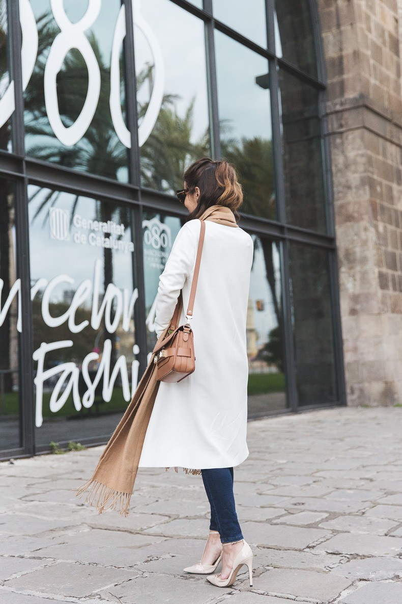 080_Fashion_Barcelona-White_Coat-Proenza_Schouler_Bag-Denim-Street_Style-Outfit-Collage_Vintage-34