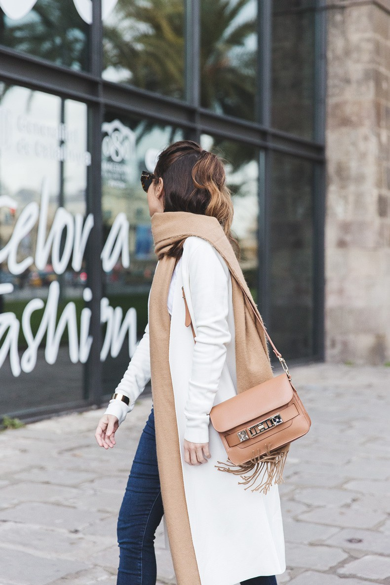 080_Fashion_Barcelona-White_Coat-Proenza_Schouler_Bag-Denim-Street_Style-Outfit-Collage_Vintage-7