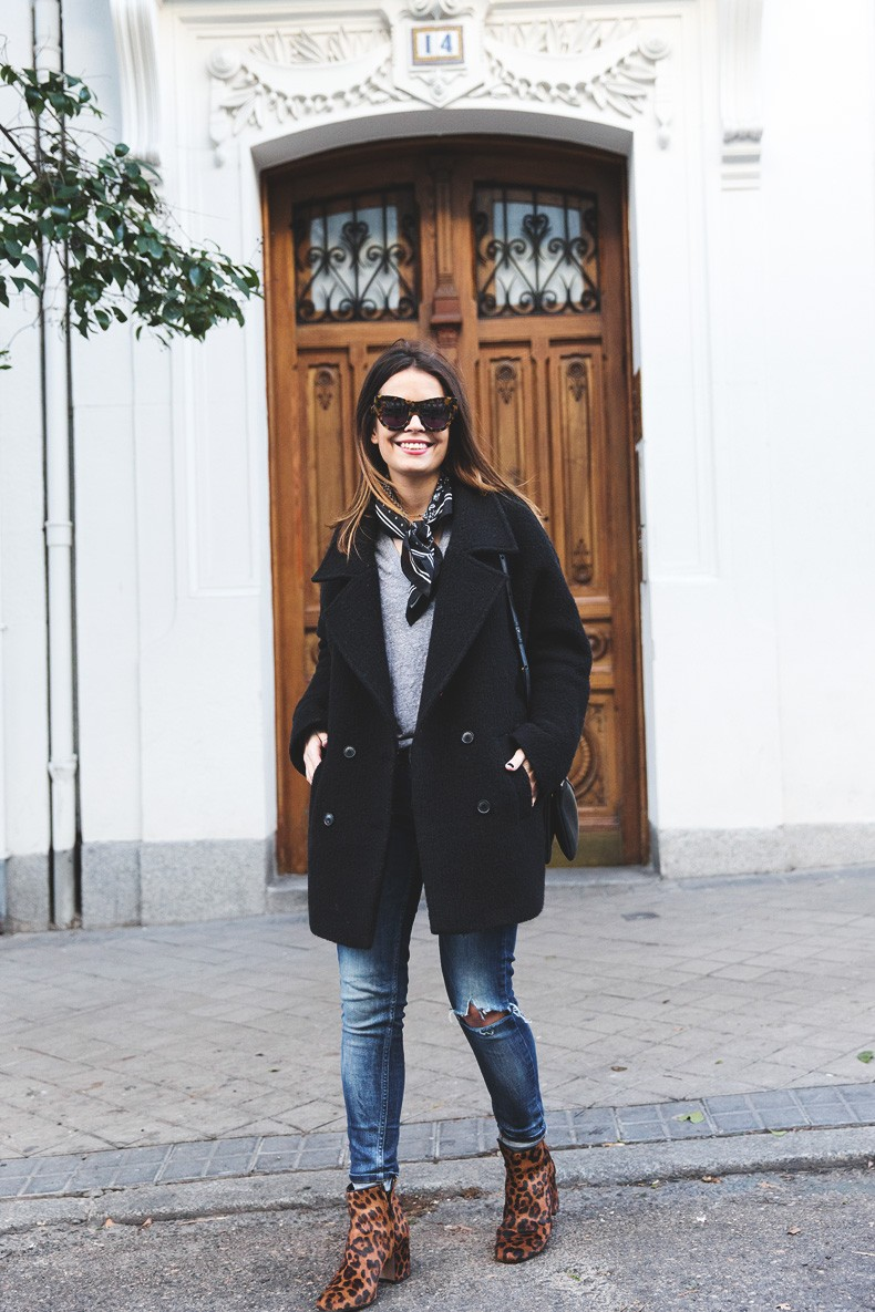 Scarf-Bandana-Ripped_Jeans-Leopard_Boots-Sita_Murt_Coat-Outfit-Street_Style-Collage_Vintage-12