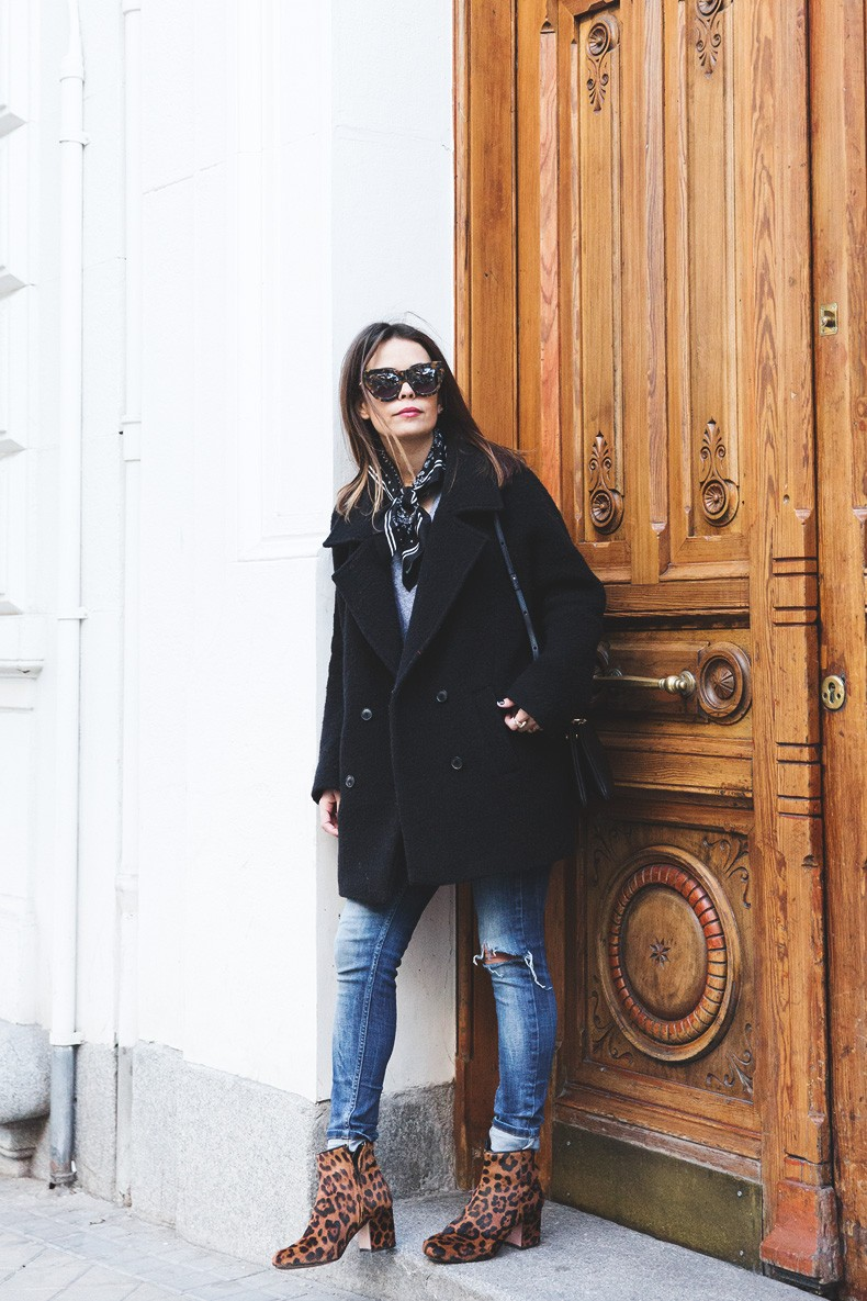 Scarf-Bandana-Ripped_Jeans-Leopard_Boots-Sita_Murt_Coat-Outfit-Street_Style-Collage_Vintage-22
