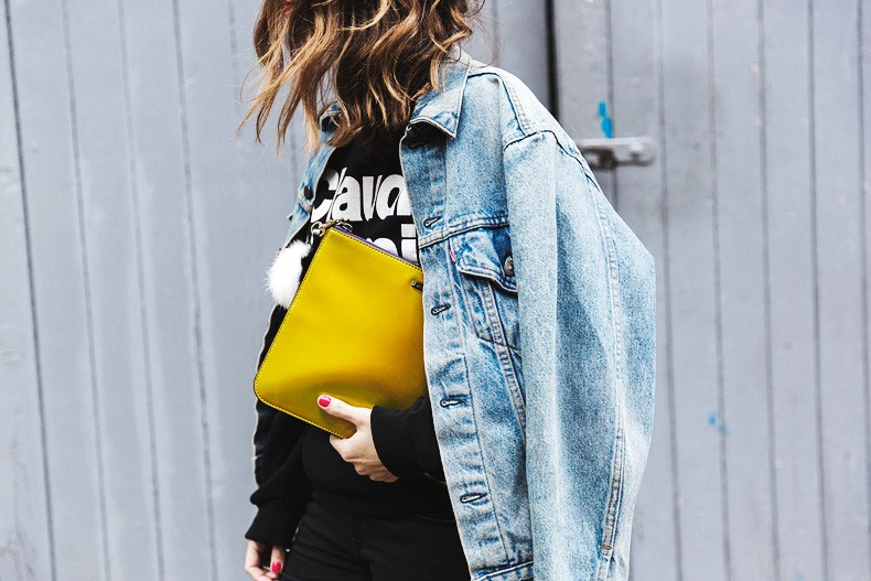 Topmodels_Sweatshirt_Revolve_Clothing-The_Laundry_Room-Levis_Vintage_Jacket-Rebecca_Minkoff_Clutch-Outfit-LFW-London_Fashion_Week-Street-Style-28