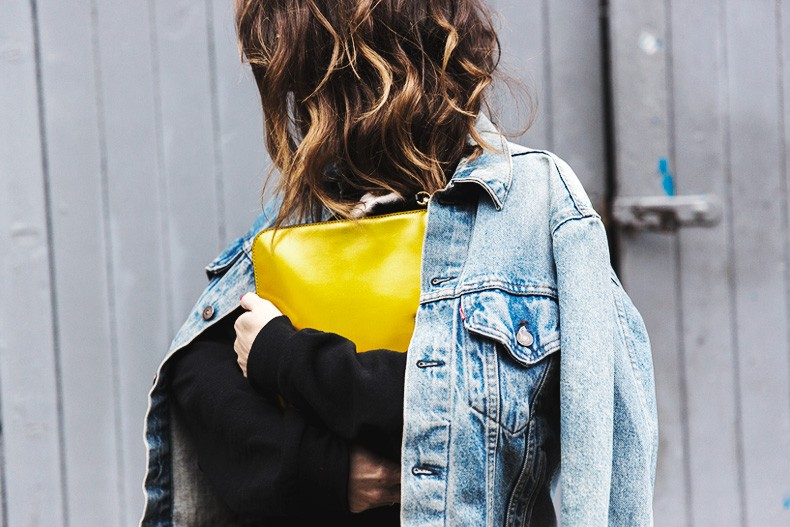 Topmodels_Sweatshirt_Revolve_Clothing-The_Laundry_Room-Levis_Vintage_Jacket-Rebecca_Minkoff_Clutch-Outfit-LFW-London_Fashion_Week-Street-Style-29