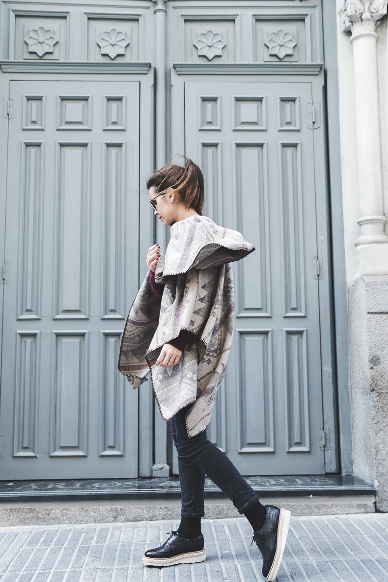 Aztec_poncho-Outfit-Burgundy_Jumper-Oxfords-Black_Jeans-Street_Style-28