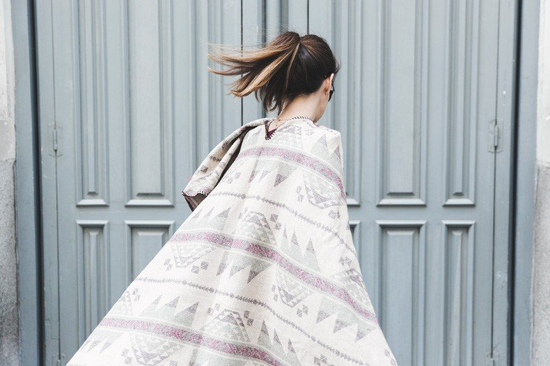 Aztec_poncho-Outfit-Burgundy_Jumper-Oxfords-Black_Jeans-Street_Style-74