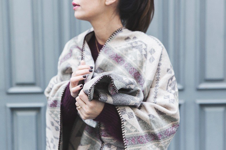 Aztec_poncho-Outfit-Burgundy_Jumper-Oxfords-Black_Jeans-Street_Style-89