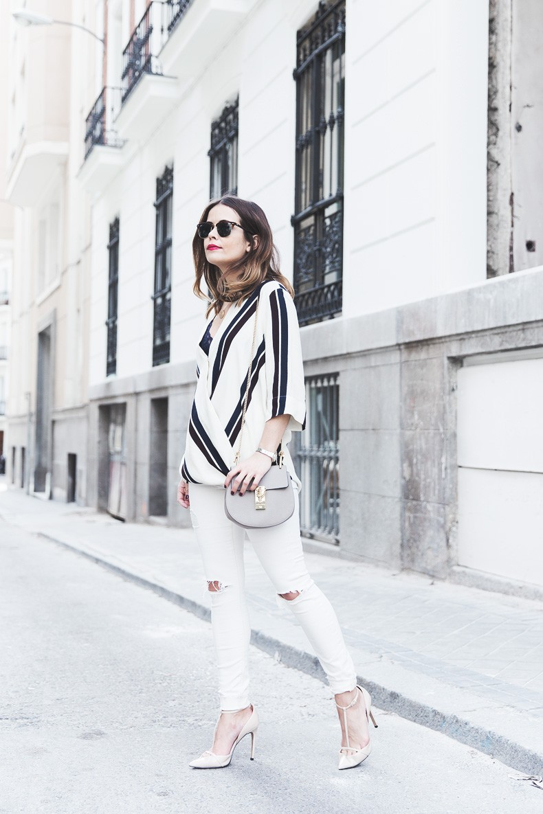 Denim_Jacket_Uterque-Striped_Blouse-Lace_Top-White_Ripped_JEans-Drew_Bag-Chloe-Outfit-Street_style-18