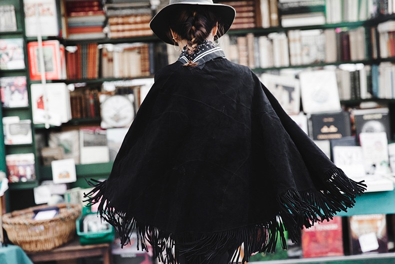 Fringed_Suede_Poncho-Maje-Exclusive-Bandana-Hat-Skinny_Jeans-Outfit_Street_Style-10
