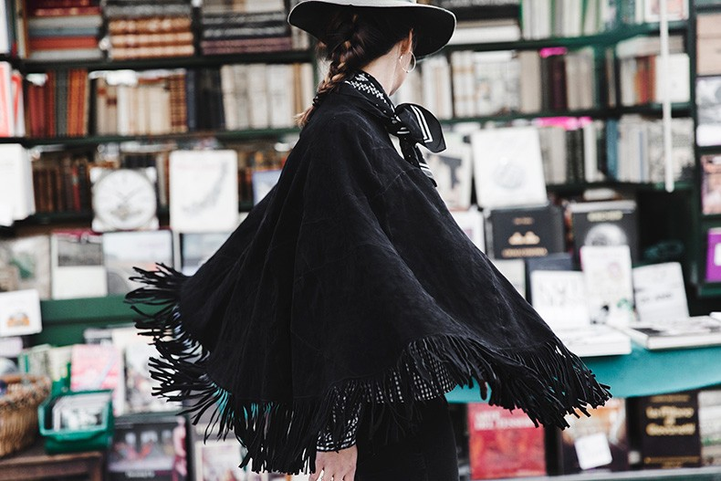 Fringed_Suede_Poncho-Maje-Exclusive-Bandana-Hat-Skinny_Jeans-Outfit_Street_Style-8