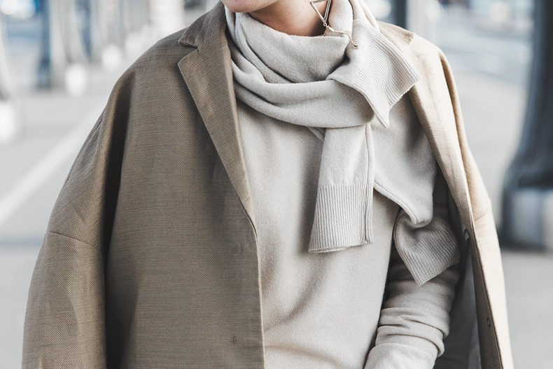 PFW-Paris_Fashion_Week-Benetton-Camel_Coat-Sweater_Scarf-Jeans-Ralph_Lauren_Bag-Street_Style-Outfit-51