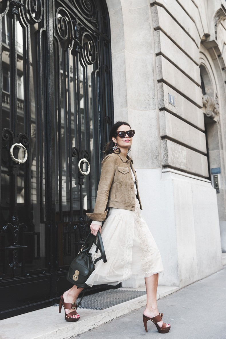PFW_Paris_Fashion_Week-Tulle_Skirt-Suede_Jacket_Levis-Louis_Vuitton_Clogs_Shoes-Outfit-Street_Style-31