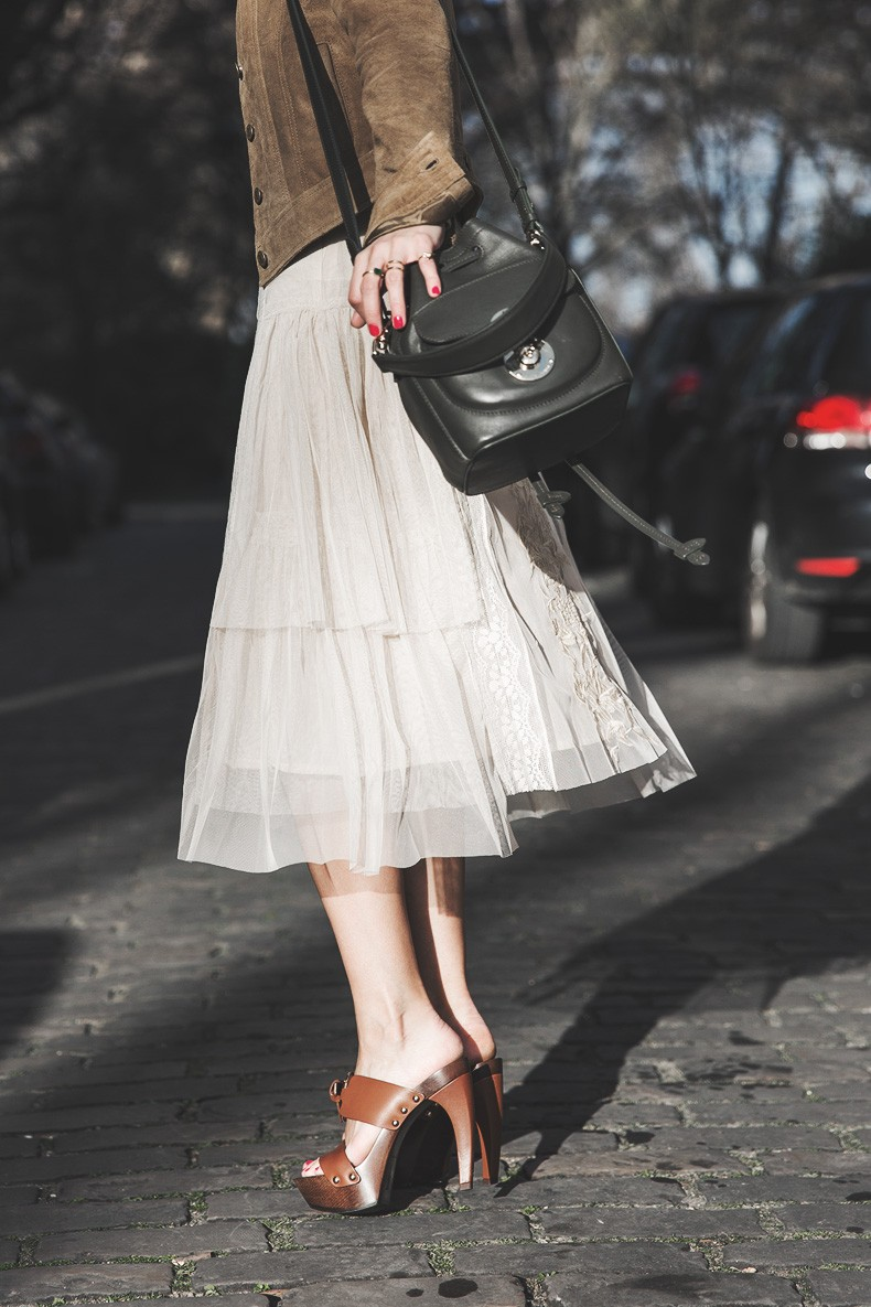PFW_Paris_Fashion_Week-Tulle_Skirt-Suede_Jacket_Levis-Louis_Vuitton_Clogs_Shoes-Outfit-Street_Style-40