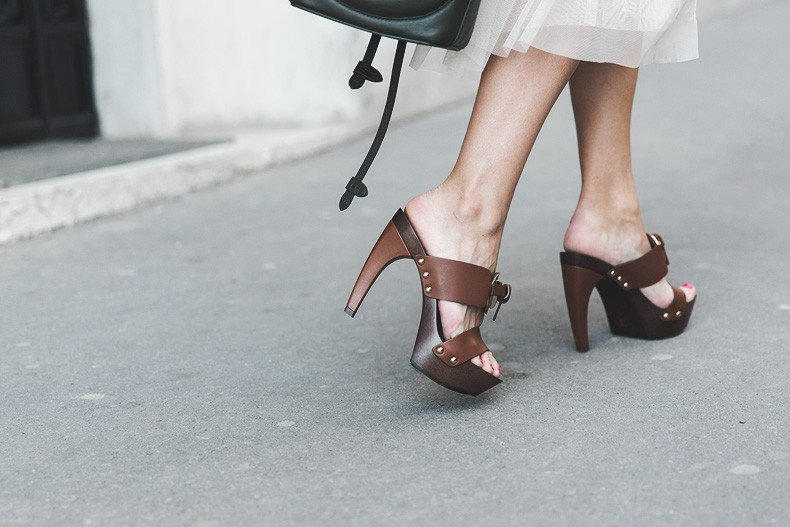 PFW_Paris_Fashion_Week-Tulle_Skirt-Suede_Jacket_Levis-Louis_Vuitton_Clogs_Shoes-Outfit-Street_Style-55