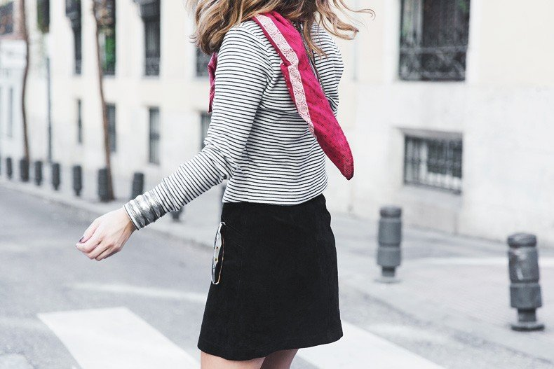 Suede_Skirt-Striped_Top-Bandana-Vintage_Bag-Outfit-Street_Style-13