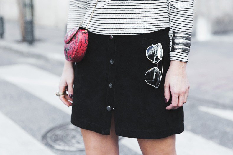 Suede_Skirt-Striped_Top-Bandana-Vintage_Bag-Outfit-Street_Style-21