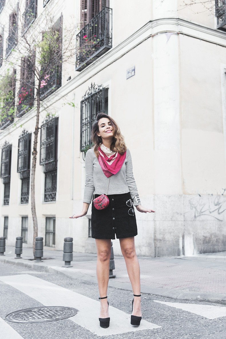 Suede_Skirt-Striped_Top-Bandana-Vintage_Bag-Outfit-Street_Style-3