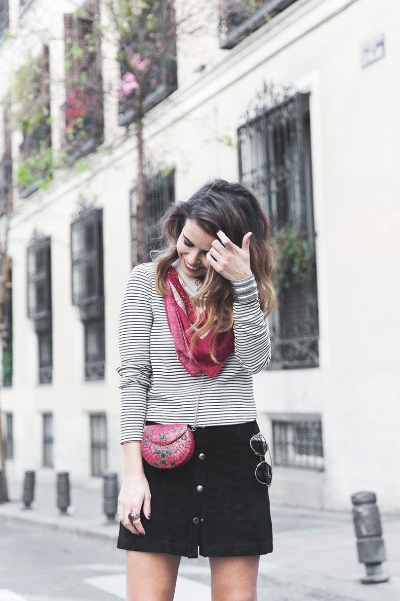 Suede_Skirt-Striped_Top-Bandana-Vintage_Bag-Outfit-Street_Style-9