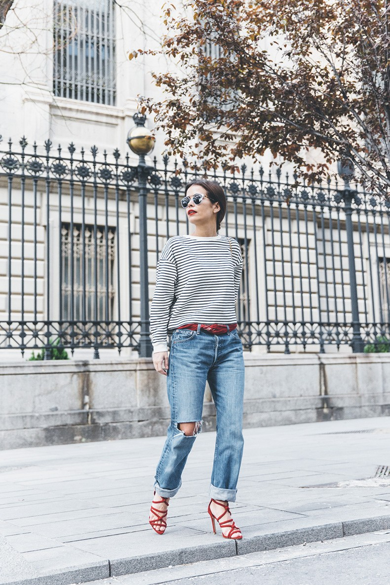 Bandana_Belt-Striped_Sweatshirt-Levis_Vintage-Red_Sandals-Outfit-Chloe_Drew_Bag-Street_Style-Collage_Vintage-10