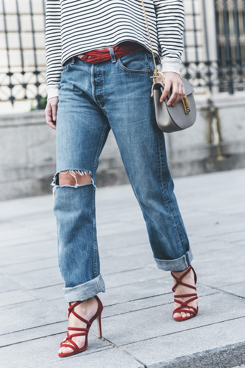 Bandana_Belt-Striped_Sweatshirt-Levis_Vintage-Red_Sandals-Outfit-Chloe_Drew_Bag-Street_Style-Collage_Vintage-15
