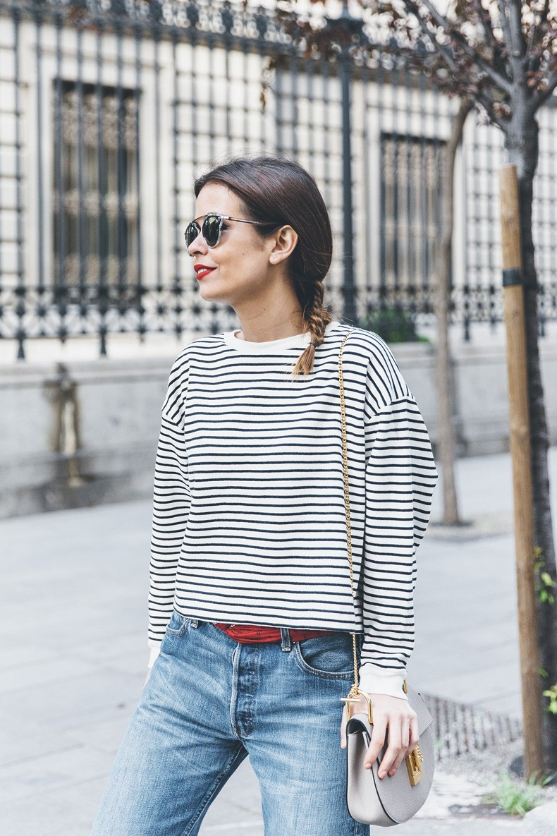 Bandana_Belt-Striped_Sweatshirt-Levis_Vintage-Red_Sandals-Outfit-Chloe_Drew_Bag-Street_Style-Collage_Vintage-16