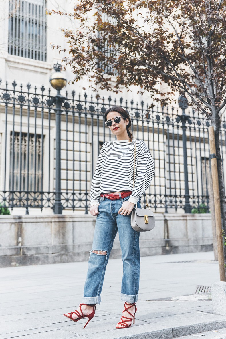 Bandana_Belt-Striped_Sweatshirt-Levis_Vintage-Red_Sandals-Outfit-Chloe_Drew_Bag-Street_Style-Collage_Vintage-18