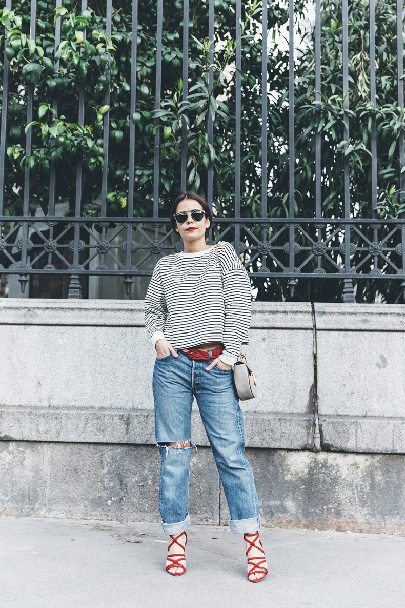 Bandana_Belt-Striped_Sweatshirt-Levis_Vintage-Red_Sandals-Outfit-Chloe_Drew_Bag-Street_Style-Collage_Vintage-33