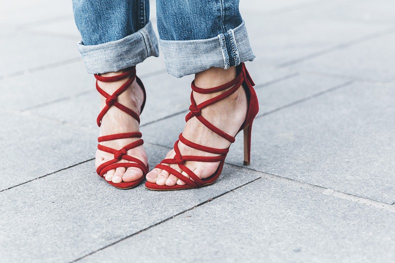Bandana_Belt-Striped_Sweatshirt-Levis_Vintage-Red_Sandals-Outfit-Chloe_Drew_Bag-Street_Style-Collage_Vintage-59