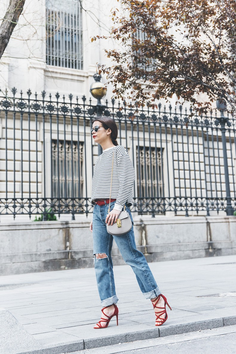 Bandana_Belt-Striped_Sweatshirt-Levis_Vintage-Red_Sandals-Outfit-Chloe_Drew_Bag-Street_Style-Collage_Vintage-7
