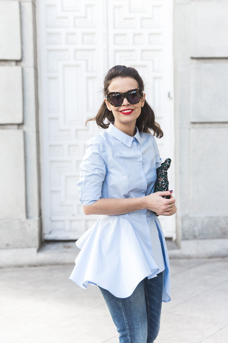 Ruffle_Shirt-Topshop_Skinny_JEans-BEaded_Clucth-Red_Sandals-Karen_Walker_Sunnies-Outfit-Street_Style-27