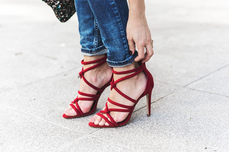Ruffle_Shirt-Topshop_Skinny_JEans-BEaded_Clucth-Red_Sandals-Karen_Walker_Sunnies-Outfit-Street_Style-39