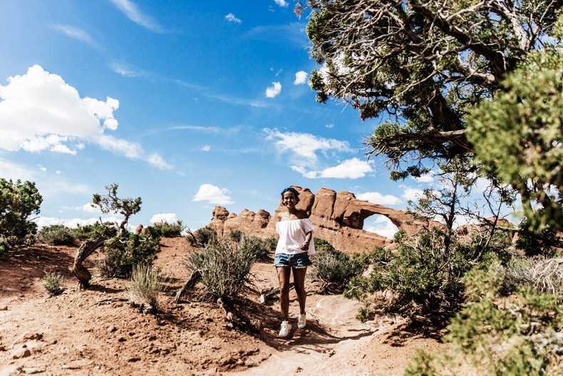 Arches_National_Park-Utah-Dead_Horse_Point-Canyonlands-Off_The_Shoulder_Top-Bandana_Turbant-Converse-Travel_Look-Outfit-Collage_Vintage-23