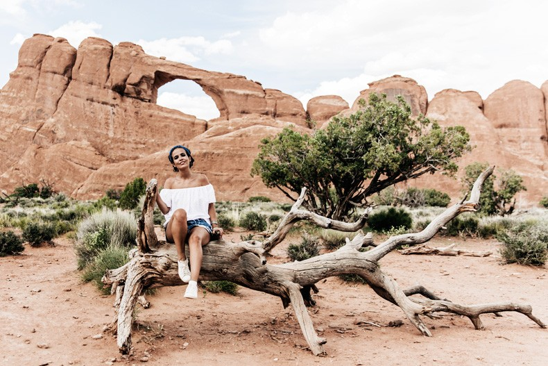 Arches_National_Park-Utah-Dead_Horse_Point-Canyonlands-Off_The_Shoulder_Top-Bandana_Turbant-Converse-Travel_Look-Outfit-Collage_Vintage-25