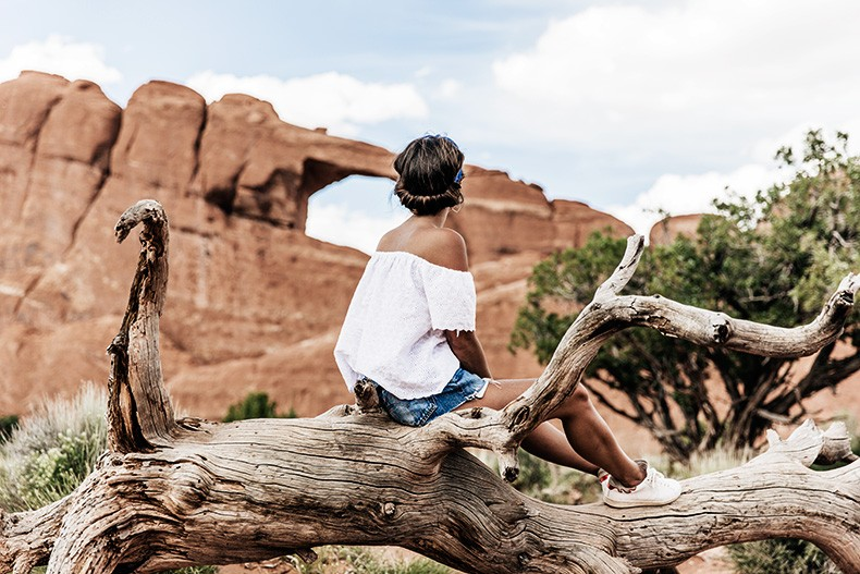 Arches_National_Park-Utah-Dead_Horse_Point-Canyonlands-Off_The_Shoulder_Top-Bandana_Turbant-Converse-Travel_Look-Outfit-Collage_Vintage-31
