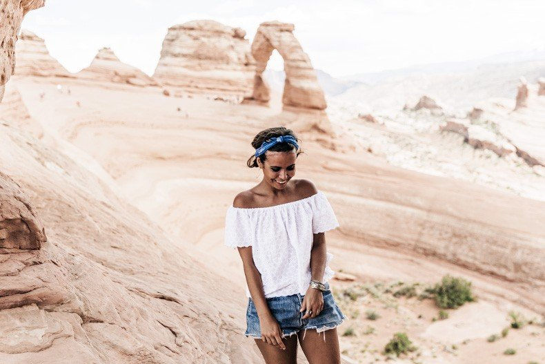 Arches_National_Park-Utah-Dead_Horse_Point-Canyonlands-Off_The_Shoulder_Top-Bandana_Turbant-Converse-Travel_Look-Outfit-Collage_Vintage-64