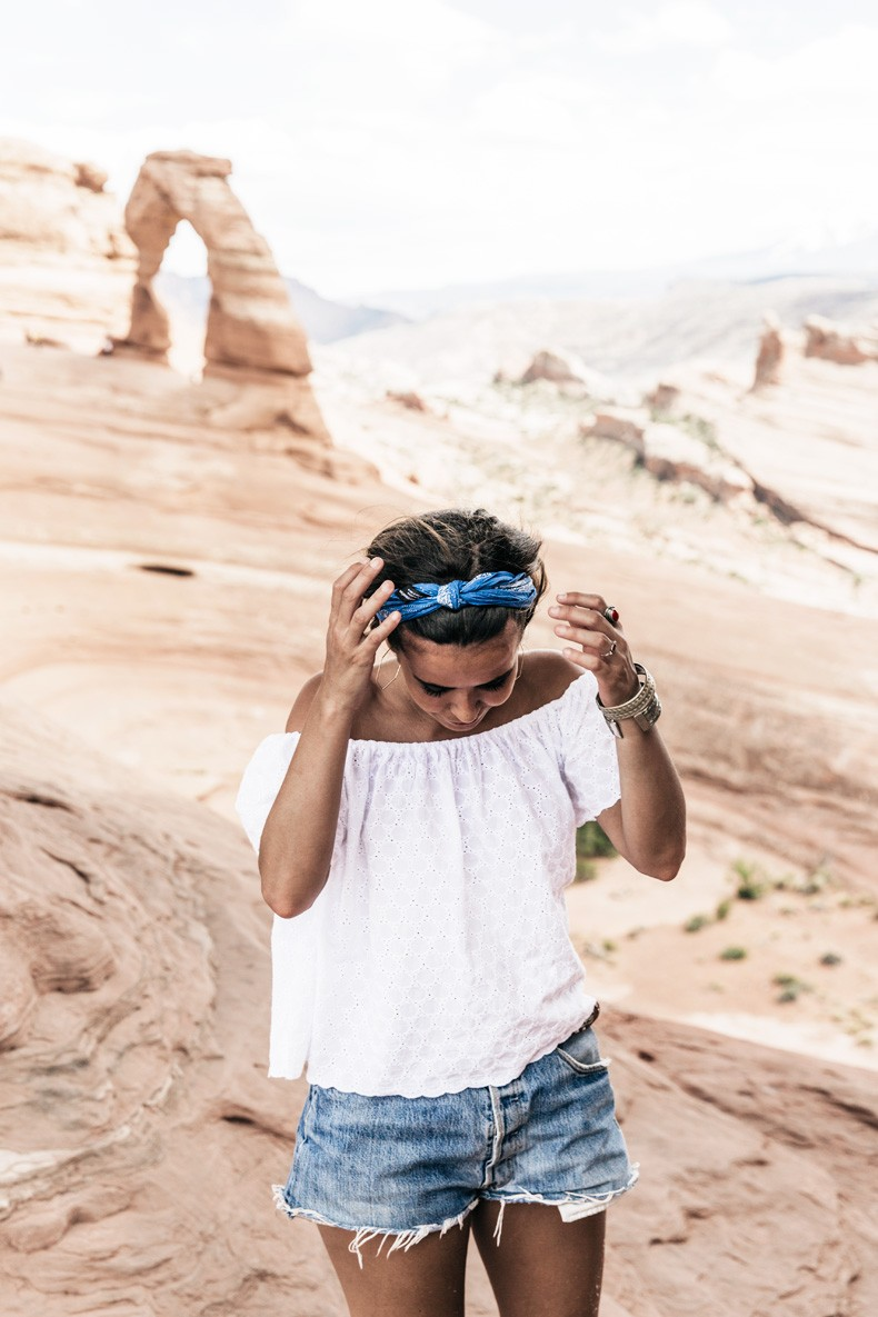 Arches_National_Park-Utah-Dead_Horse_Point-Canyonlands-Off_The_Shoulder_Top-Bandana_Turbant-Converse-Travel_Look-Outfit-Collage_Vintage-74