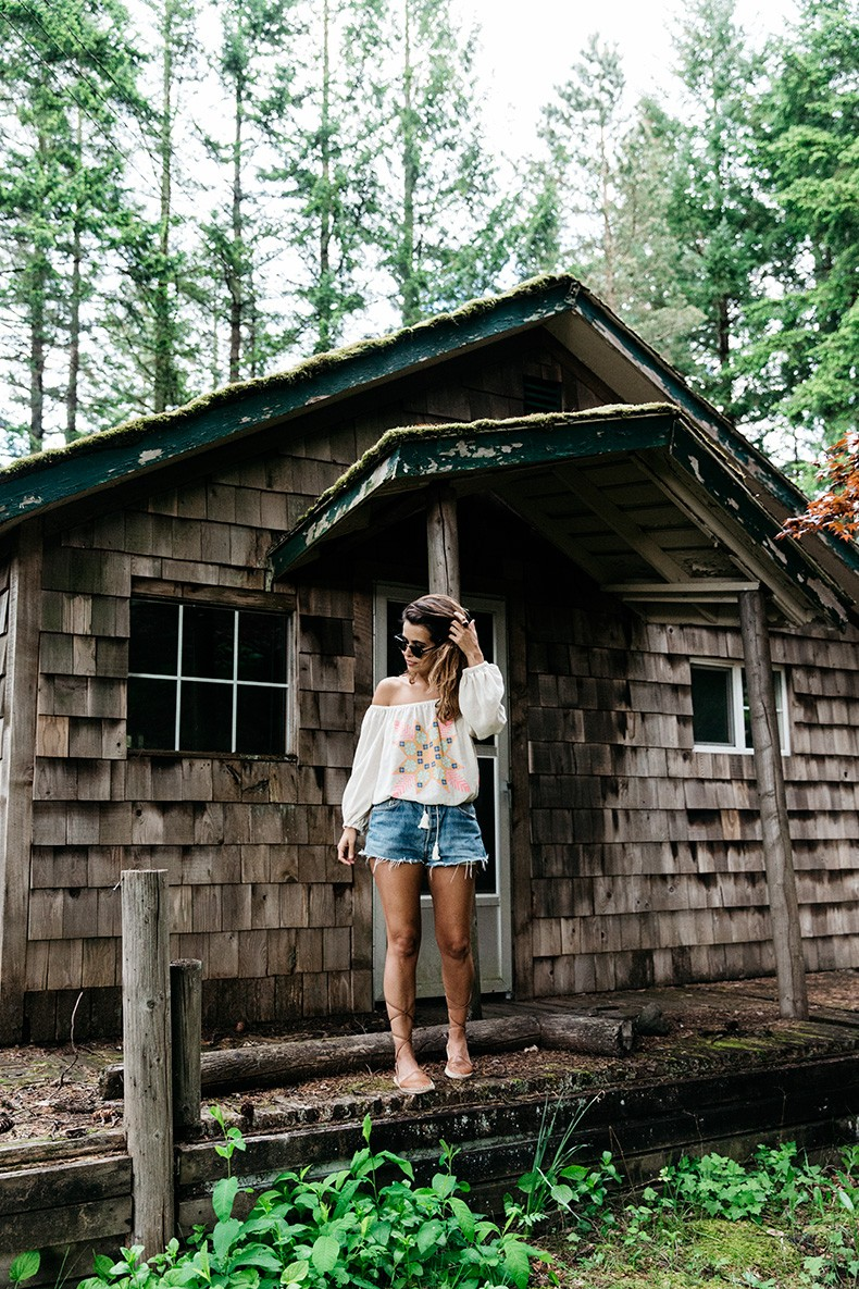 Bridge_Of_The_Gods-Oregon-Cascade_locks-Off_The_Shoulders_Top-Levis_Vintage-Lace_Up_Espadrilles-Outift-Collage_Vintage-47