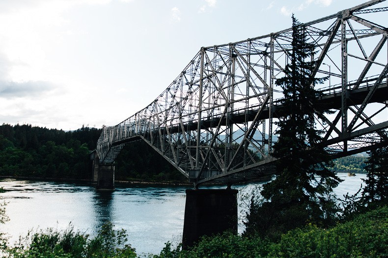 Bridge_Of_The_Gods-Oregon-Cascade_locks-Off_The_Shoulders_Top-Levis_Vintage-Lace_Up_Espadrilles-Outift-Collage_Vintage-6