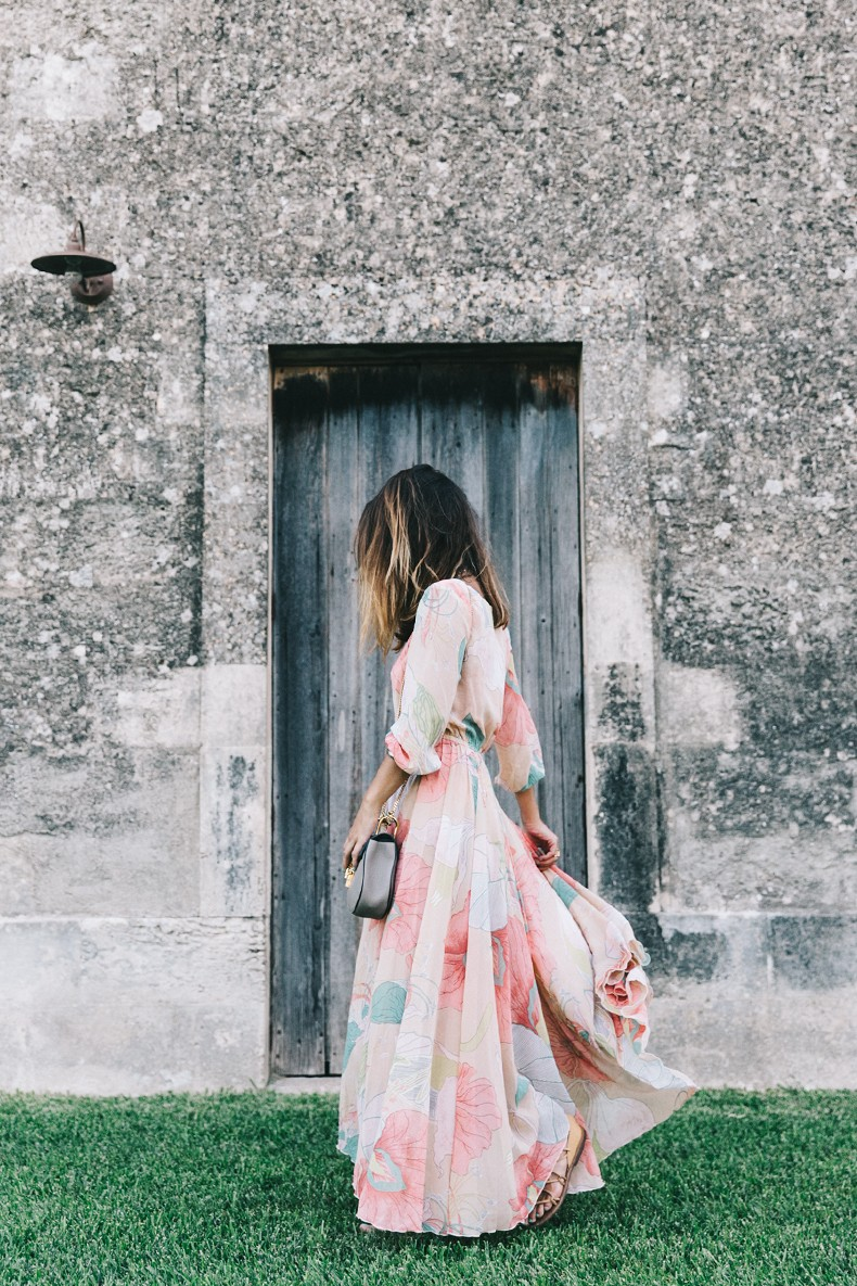 Long_Dress-ChicWish-Floral_Print-Lace_Up_Sandals-Chloe_Girls-Outfit_Street_Style-Naturalis_Bio_Resort-2