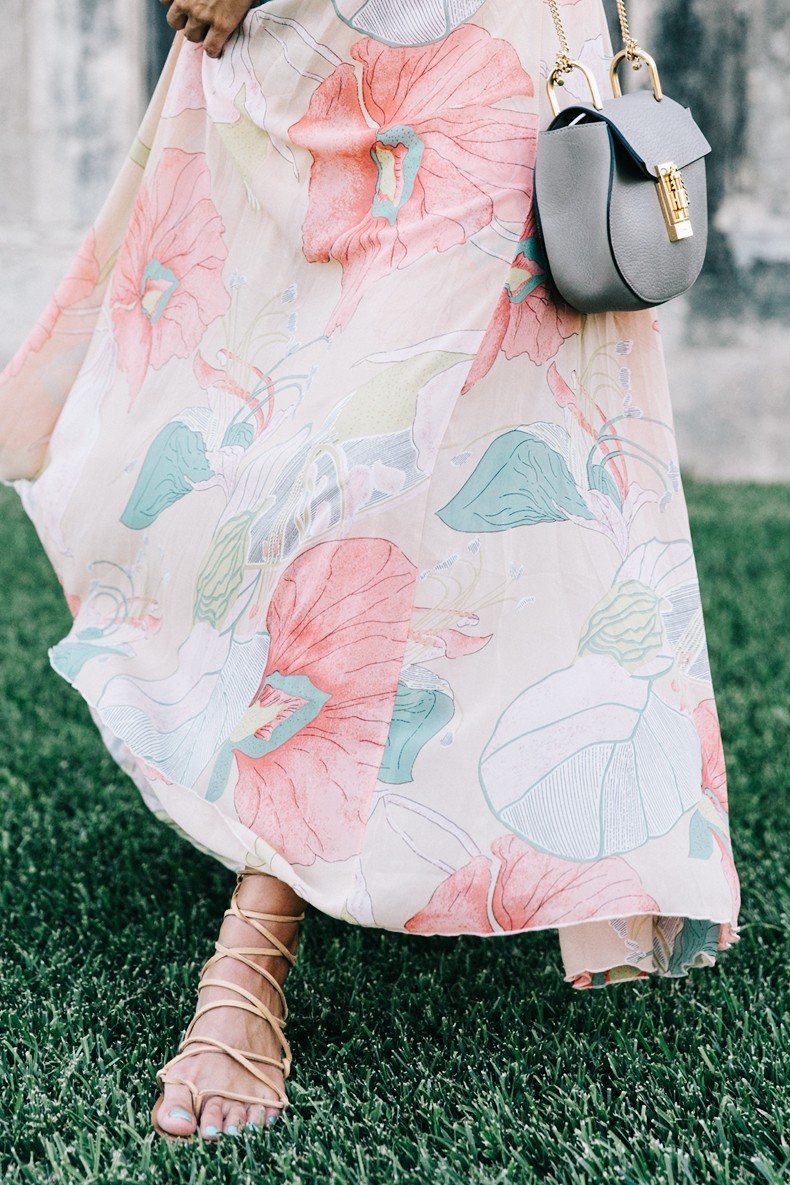 Long_Dress-ChicWish-Floral_Print-Lace_Up_Sandals-Chloe_Girls-Outfit_Street_Style-Naturalis_Bio_Resort-5