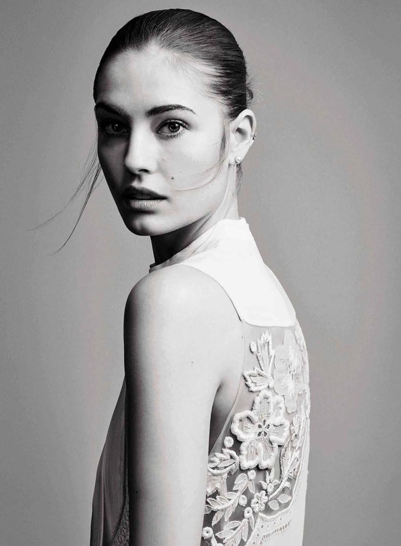 Nadja_Bender-Vogue_Spain-July_2015-Editorial-Magazine-13