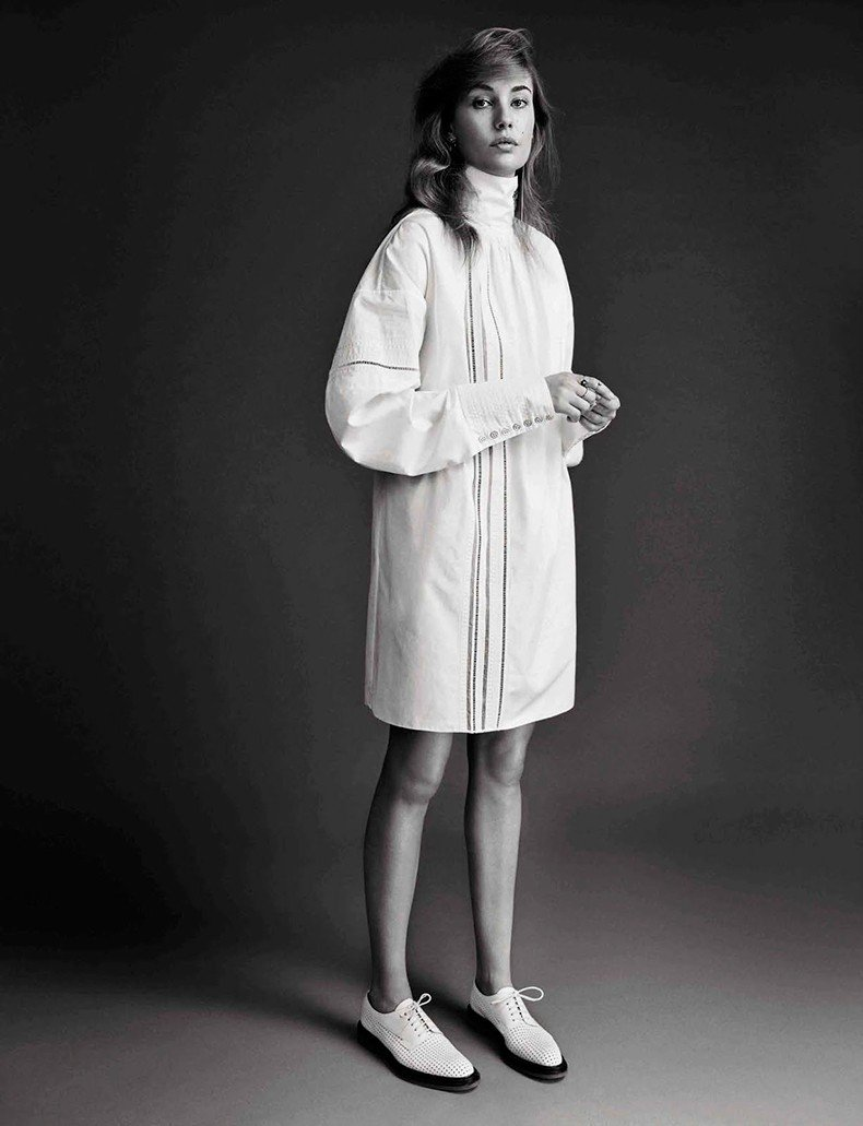 Nadja_Bender-Vogue_Spain-July_2015-Editorial-Magazine-4