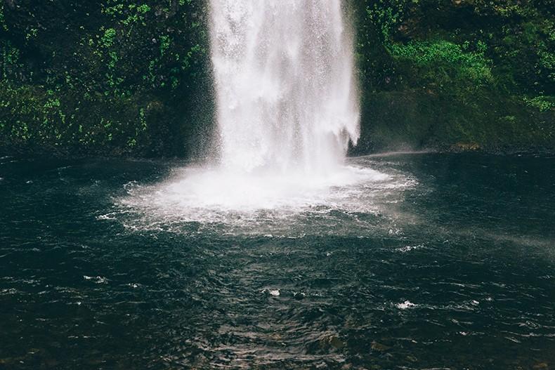 Oregon-Multnomah_Falls-Khaki_Jumpsuit-Denim_Jacket-Lace_Up_Espadrilles-Outfit-Collage_On_The_Road-