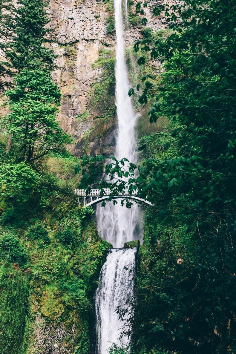 Oregon-Multnomah_Falls-Khaki_Jumpsuit-Denim_Jacket-Lace_Up_Espadrilles-Outfit-Collage_On_The_Road-10