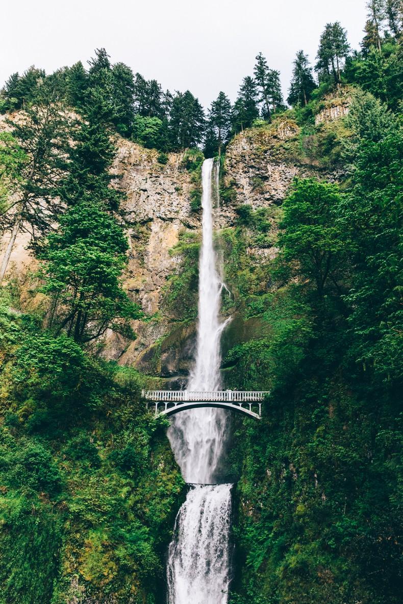 Oregon-Multnomah_Falls-Khaki_Jumpsuit-Denim_Jacket-Lace_Up_Espadrilles-Outfit-Collage_On_The_Road-14