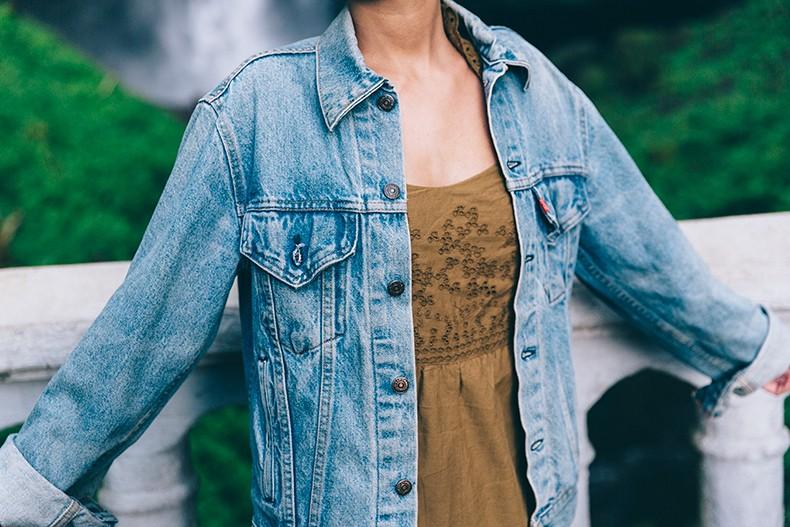 Oregon-Multnomah_Falls-Khaki_Jumpsuit-Denim_Jacket-Lace_Up_Espadrilles-Outfit-Collage_On_The_Road-18