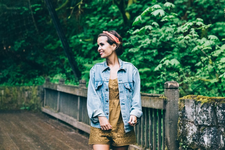 Oregon-Multnomah_Falls-Khaki_Jumpsuit-Denim_Jacket-Lace_Up_Espadrilles-Outfit-Collage_On_The_Road-20