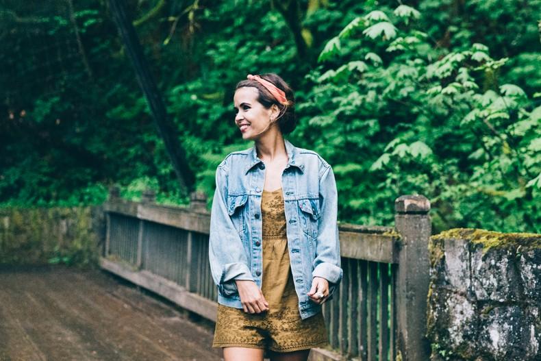 Oregon-Multnomah_Falls-Khaki_Jumpsuit-Denim_Jacket-Lace_Up_Espadrilles-Outfit-Collage_On_The_Road-20