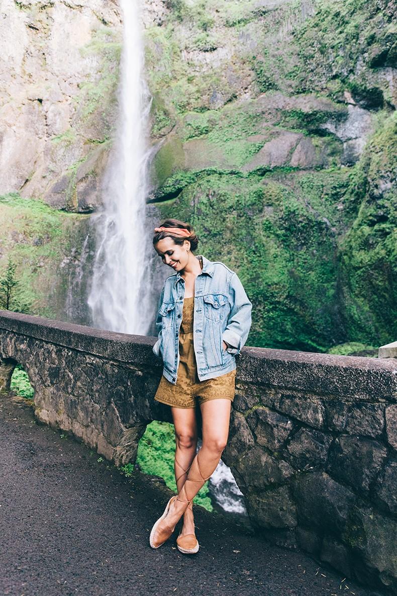 Oregon-Multnomah_Falls-Khaki_Jumpsuit-Denim_Jacket-Lace_Up_Espadrilles-Outfit-Collage_On_The_Road-24