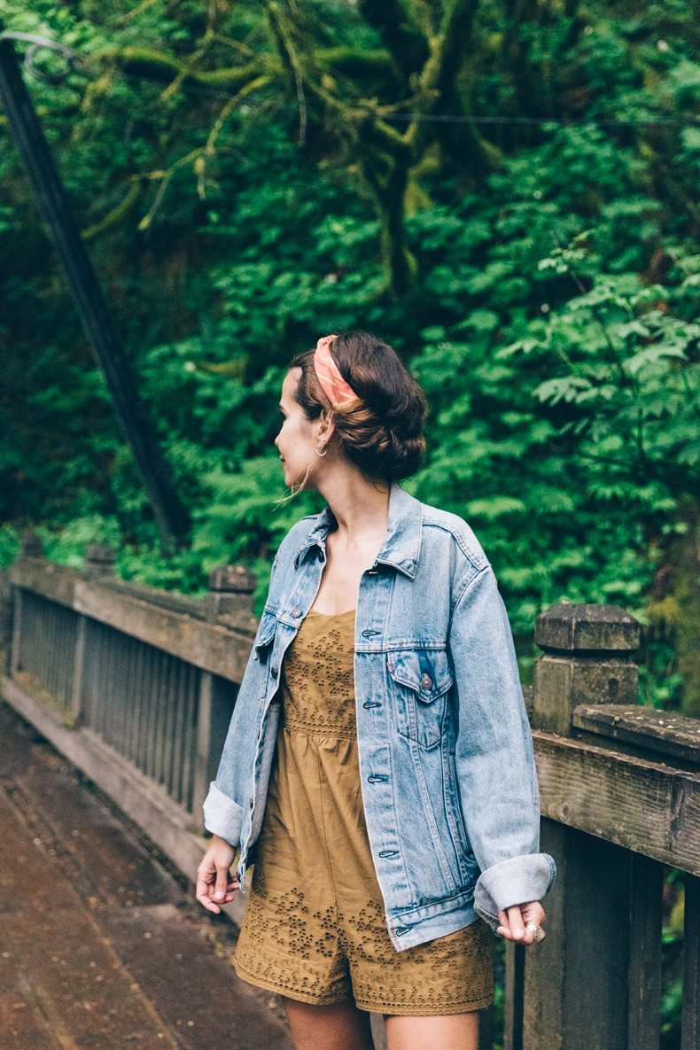 Oregon-Multnomah_Falls-Khaki_Jumpsuit-Denim_Jacket-Lace_Up_Espadrilles-Outfit-Collage_On_The_Road-28