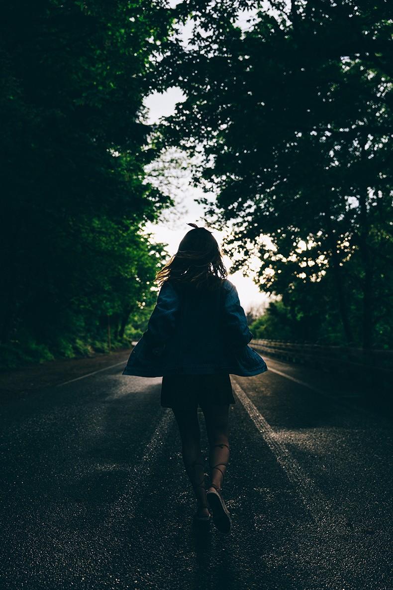Oregon-Multnomah_Falls-Khaki_Jumpsuit-Denim_Jacket-Lace_Up_Espadrilles-Outfit-Collage_On_The_Road-39